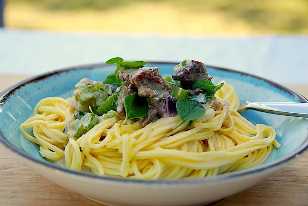 billede med pasta med kalvemørbrad