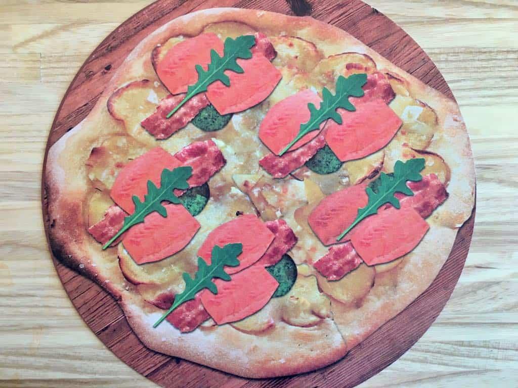 Pizza med ørred og bacon