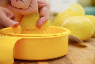 presning af citron til lemonade