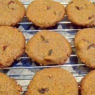 småkager med lakrids og tranebær