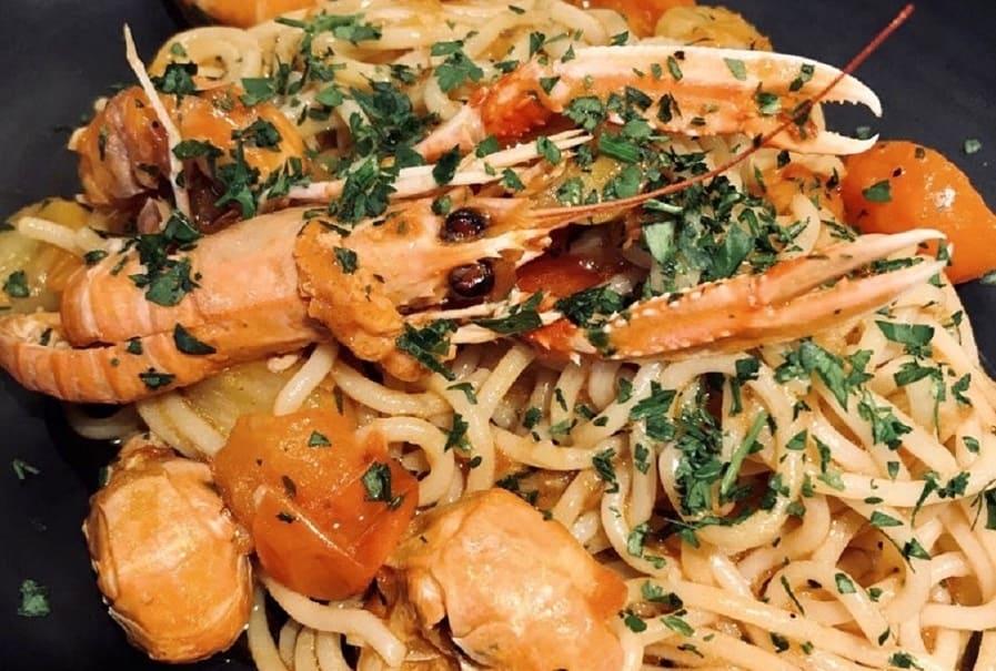 Spaghetti i jomfruhummersauce - italiensk opskrift