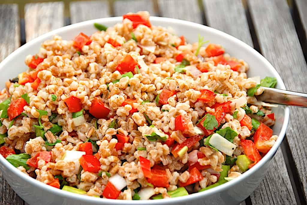 Speltsalat - nem salat med speltkerner og peberfrugt