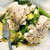 torskepakke med asparges og nye kartofler