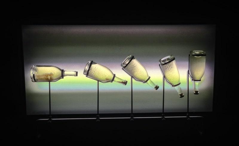 Flasker med champagne, der roterer langsomt.