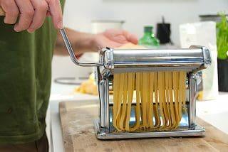 billederesultat for frisk pasta valses ud på Imperia pastamaskine