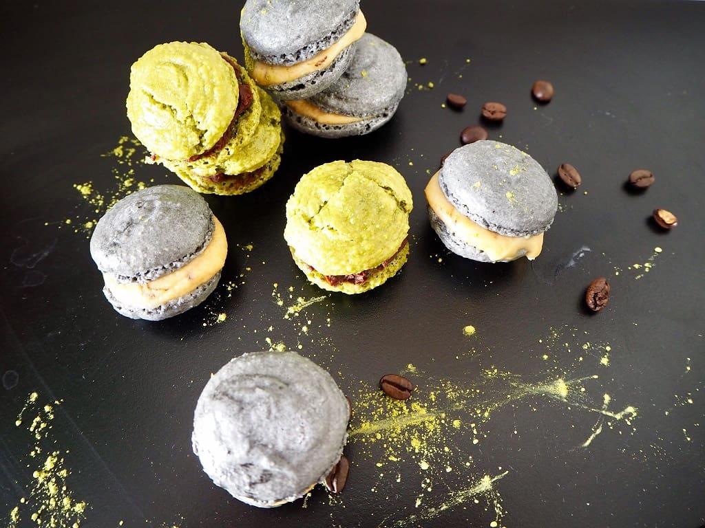 Macarons med matcha og kul - opskrift på smukke kager