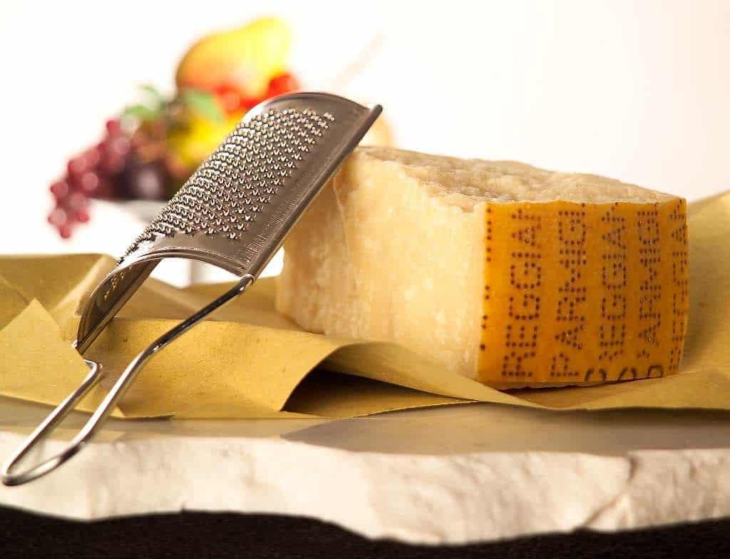 Parmesan med kniv