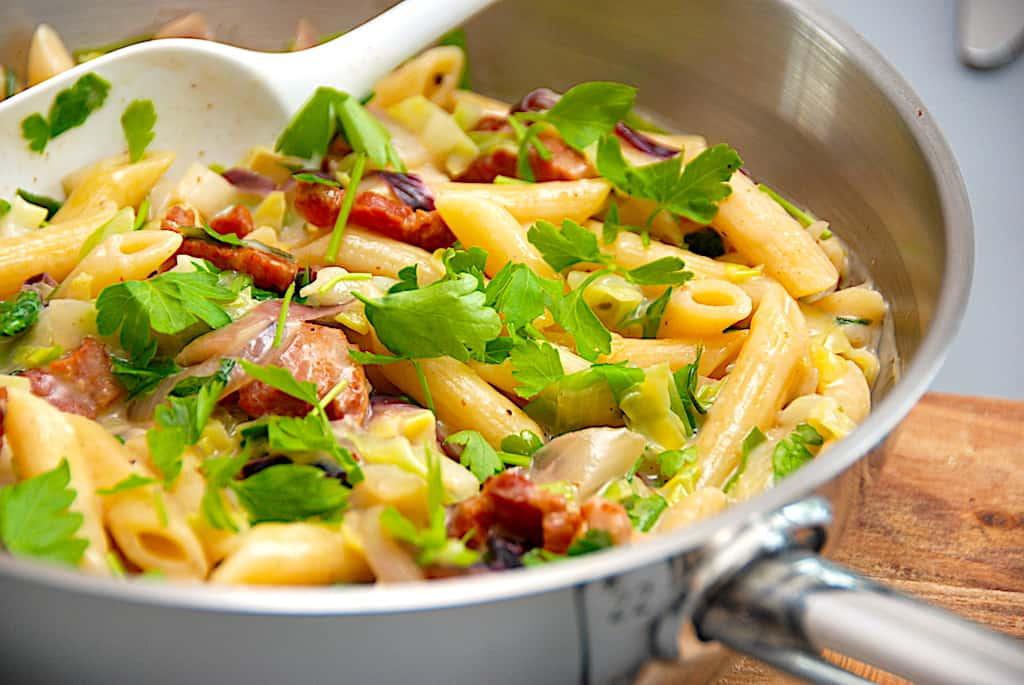 Pasta med bacon og spidskål - pastaret på 20 min.