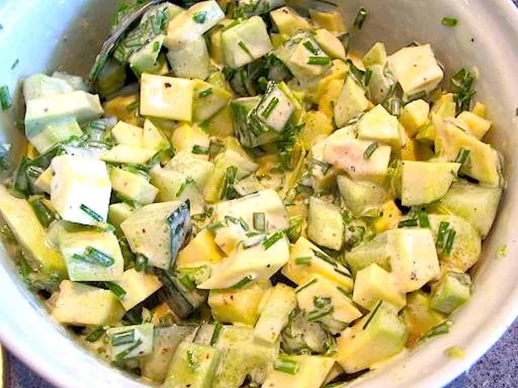 Avocadosalsa med avocado, agurk og creme fraiche