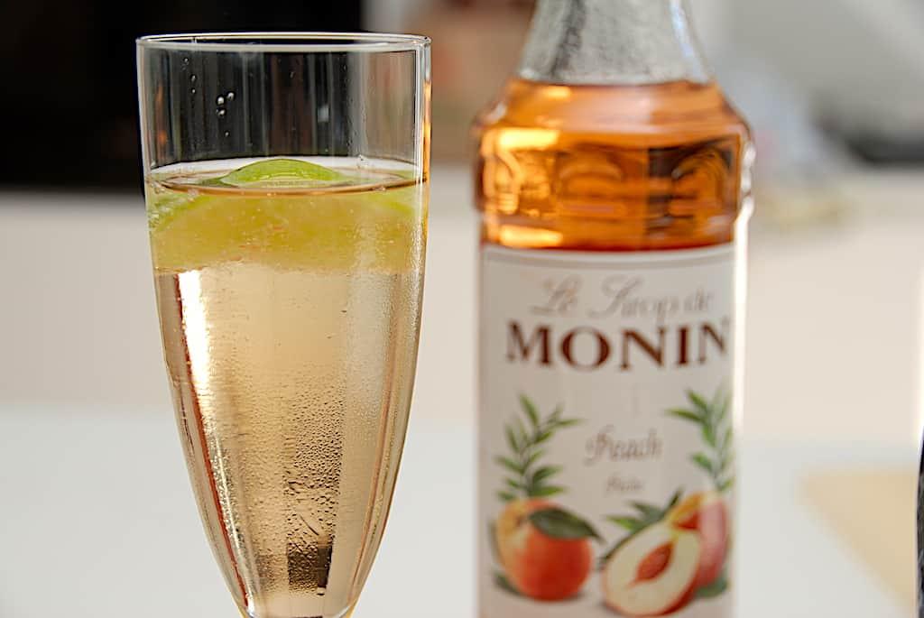 Bellini - opskrift på cocktail med Prosecco og fersken