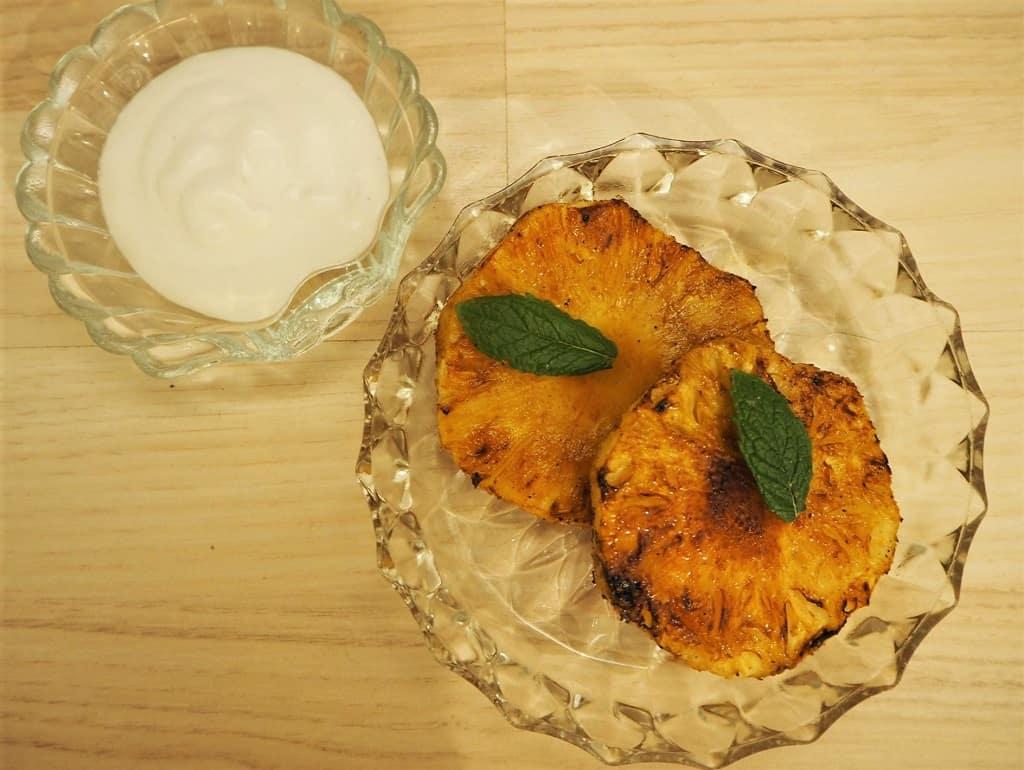 Grillet ananas med kokosskum - let og lækkert