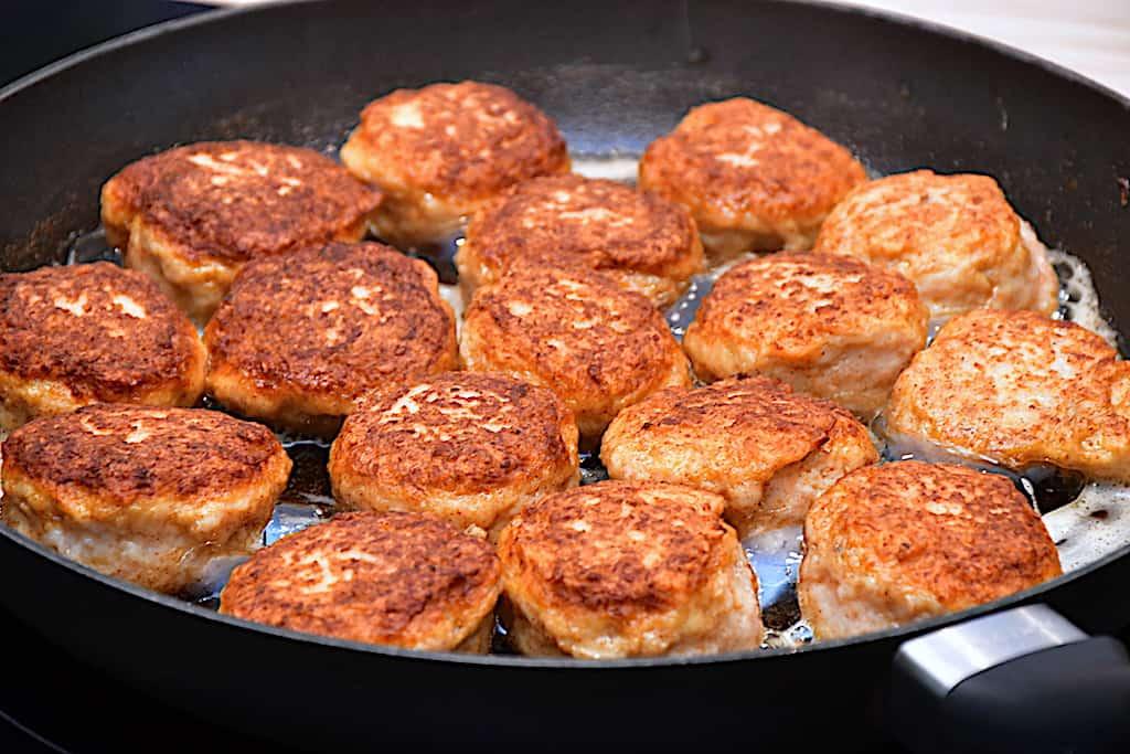 Kyllingefrikadeller - opskrift til pande eller ovn