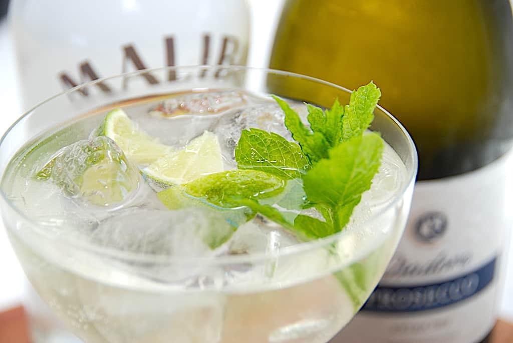 Malibu Spritz - lækker drink med Malibu og Prosecco