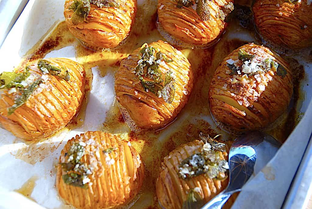 Salviekartofler med brunet smør a la hasselback