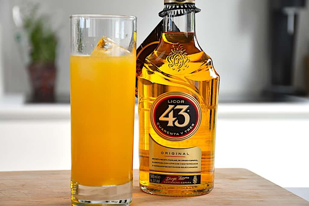 Harvey Wallbanger drink med Licor 43 eller Galliano
