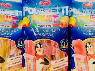 Juice-is er frys selv is baseret på juice, som eksempelvis denne variant fra Dolfin, der kan købes i Meny. Men juice-is er desværre ikke sundere end andre frys selv is. Foto: Charlotte Mithril / Madensverden.dk