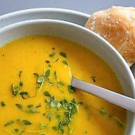 nem suppe med gulerod og blomkål