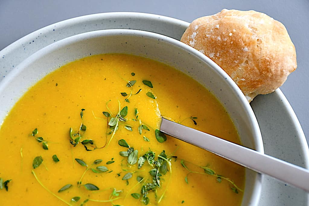 Nem suppe med gulerod, blomkål og kartofler