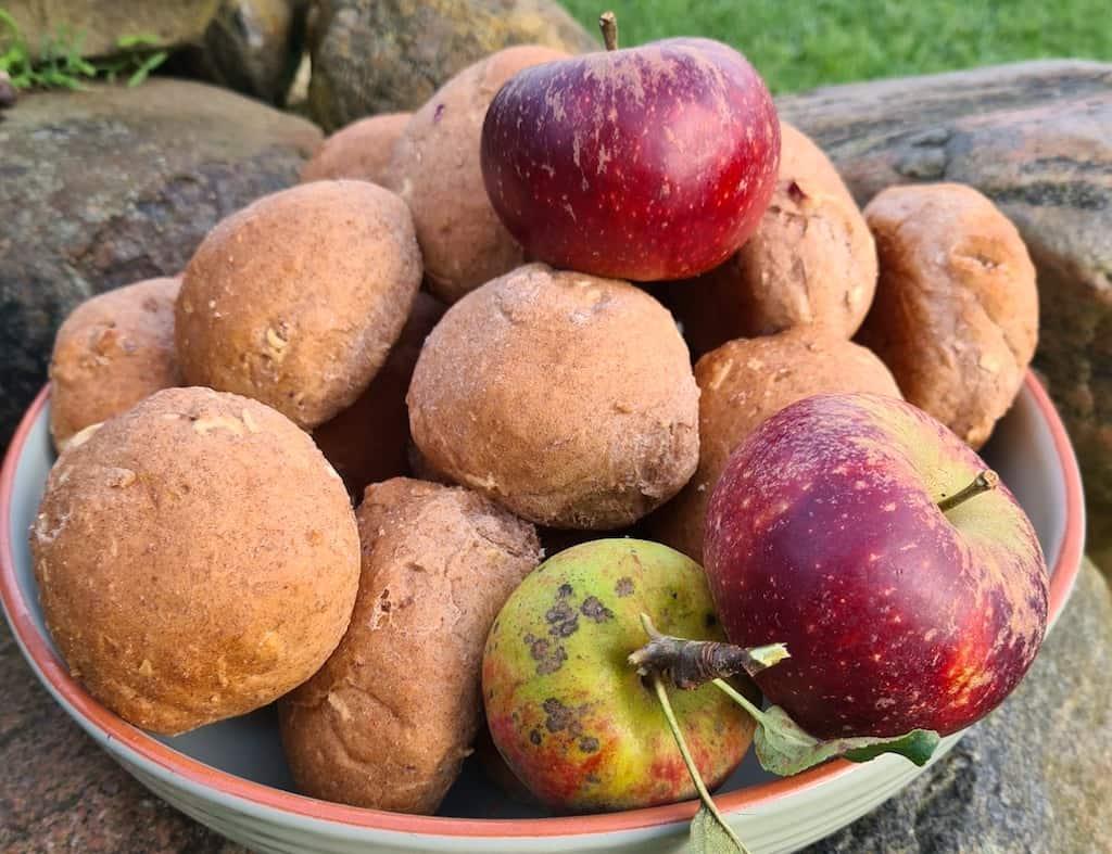 Æbleboller med kanel - lidt sundere boller