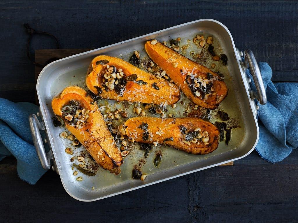 Halloweenmad: Bagt græskar med nødder og parmesan