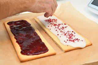 drys med tivolikrymmel eller frysetørrede hindbær
