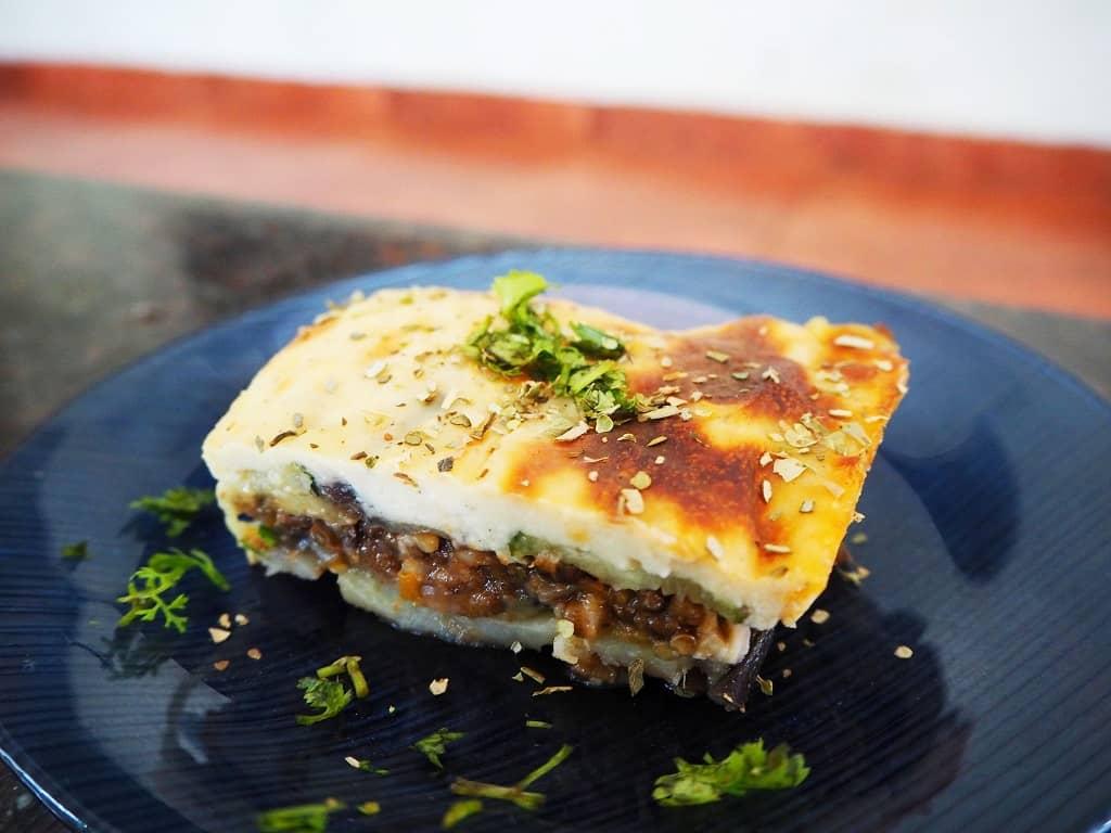 Vegetar moussaka - den bedste med belugalinser