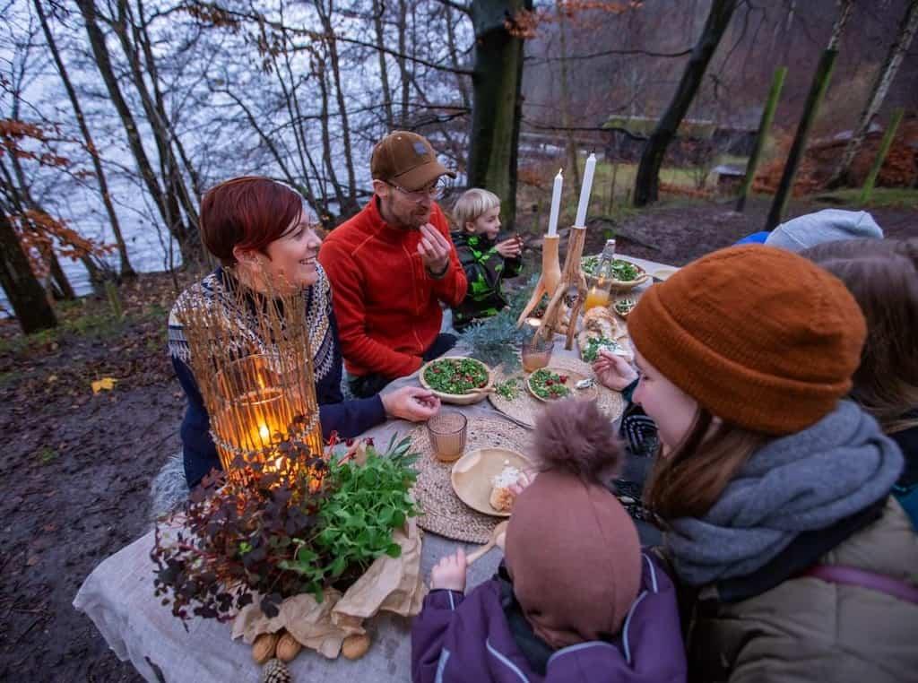 Vild middag i skoven