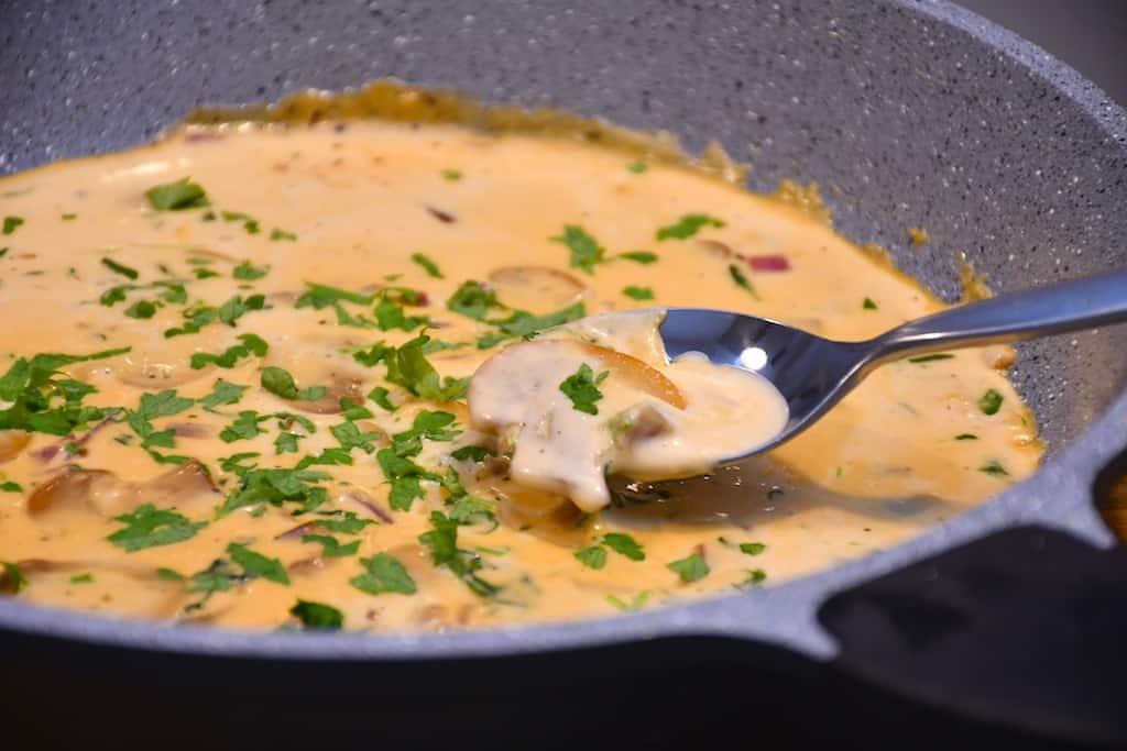 Champignonsauce - nem og lækker sovs med svampe