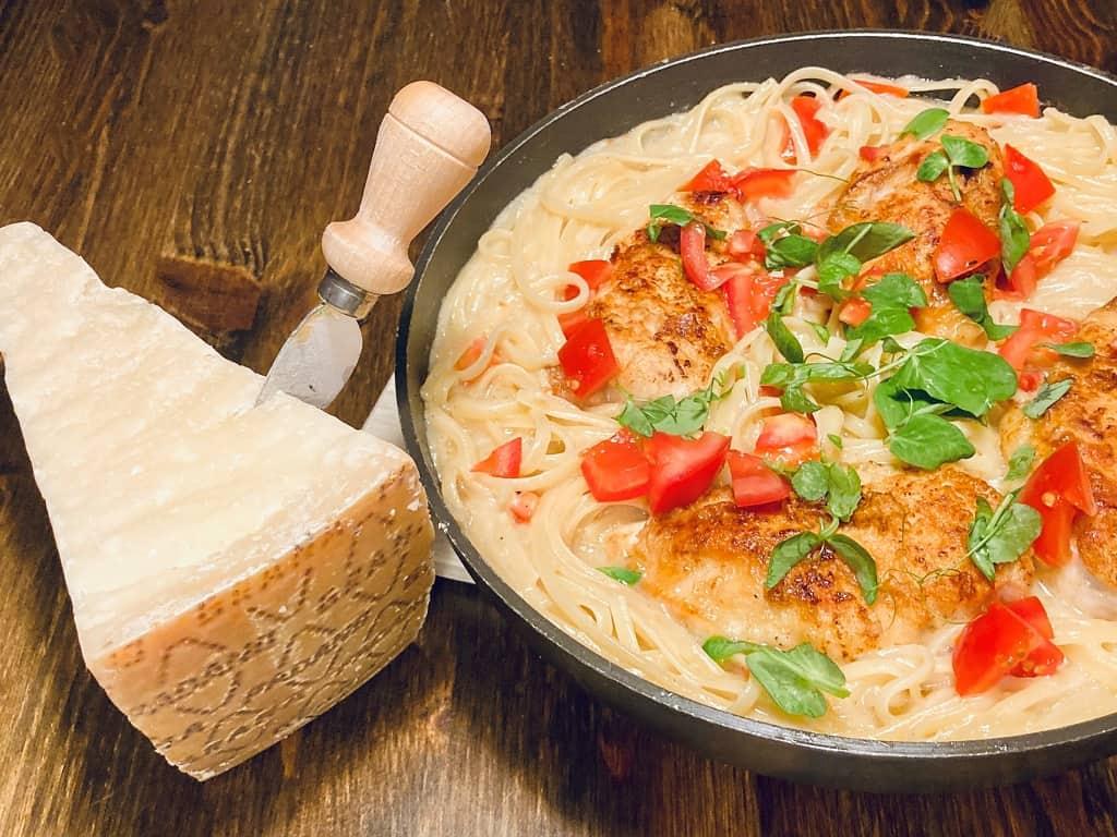 Pasta med hvidvin, kyllingebryst og Grana Padano