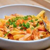 billederesultat for pasta i tomatfløde