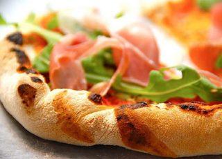 Pizza lavet af frosne pizzaer