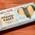 Færdiglavet kransekage kan købes i supermarkedet som for eksempel denne fra Karen Volf. Smag og indhold er dog langt fra en hjemmelavet kransekage. Foto: Charlotte Mithril