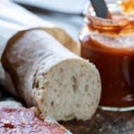 Pan Tumaca er en spansk tomat-hvidløgssauce, der smager fantastisk på brød og bruchetta. Her får du Syltedronningens variant, der er super nem at lave. Foto: Peter Bilde Fogh