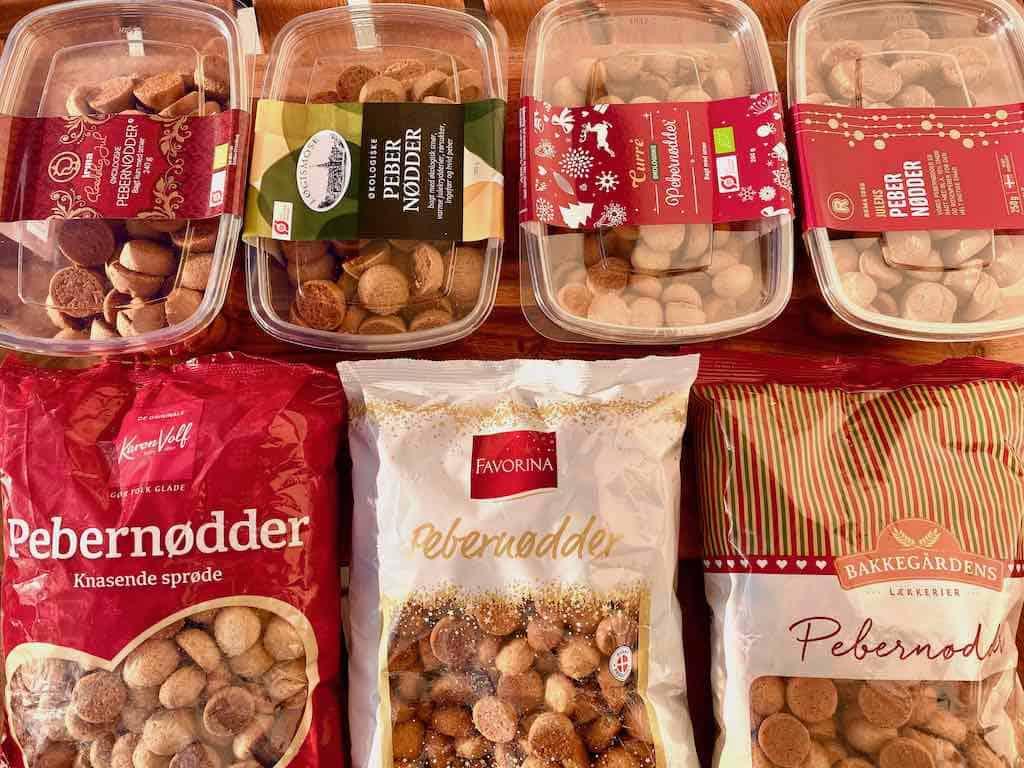 Færdigbagte pebernødder fås i mange forskellige varianter. Se hvilke der er bedst af disse syv varianter i denne smagstest af pebernødder. Foto: Charlotte Mithril / Madensverden.dk
