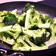 billederesultat for stegt broccoli med dressing