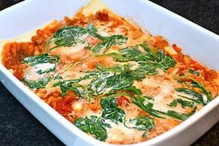 vegetar lasagne bygges op lag for lag