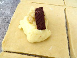 fastelavnsboller med chokolade og marcipan