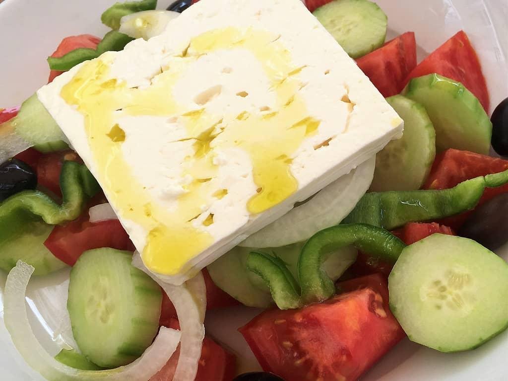 Fetaost på en græsk salat