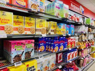 Udvalget af morgenmadsprodukter er stort, men der er stor forskel på, hvor sunde de er. Gå efter dem med det grønne Nøglehulsmærke, hvis du vil sikre dig et sundt morgenmåltid. Foto: Charlotte Mithril