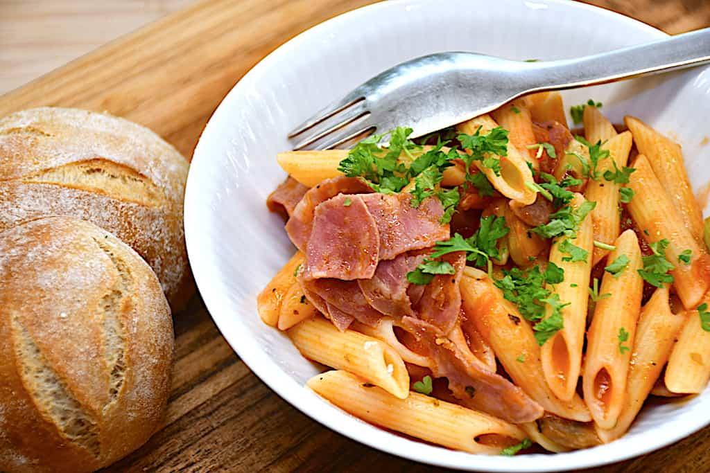 billederesultat for pasta med salami