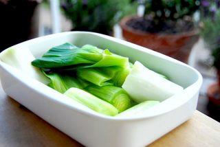 Tilberedning af grøntsager, som for eksempel dampning af porrer, kan øge tilgængeligheden af vitaminer og mineraler. Men tilberedning bør foregå skånsomt for ikke at miste for mange sunde næringsstoffer. Foto: Holger Rørby Madsen