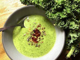Grønkålsuppe ill. til madens klimaaftryk