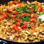kålpande med spidskål og oksekød