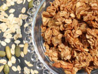 Foto med granola - om forskellen mellem müsli og granola