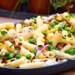 pastasalat med ærter og bacon