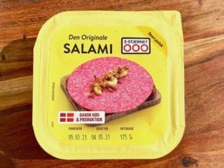 De fleste kan huske 3-stjernet salami med dens knaldrøde farve. Den var engang almindelig i madpakken, men har fået et dårligt ry gennem årene. Foto: Charlotte Mithril
