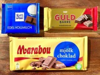 Tre populære slags mælkechokolade fra henholdsvis Ritter Sport, Toms Guldbarre og Marabou. De har alle et højt indhold af sukker og fedt, men der er ikke stor forskel. Foto: Charlotte Mithril.