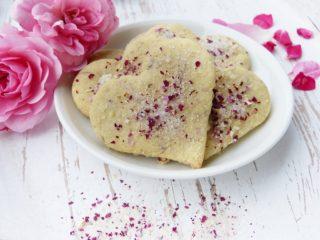 Kage med rosenvand