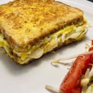 Toast med æg og ost