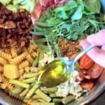 En cremet one-pot med asparges og pasta er nem aftensmad, hvor du laver hele retten i samme gryde. En velsmagende pastaret til både store og små. Foto: Maria Ullergaard.